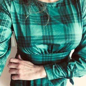 Tops - NWT Green plaid tie back and tie wrist blouse